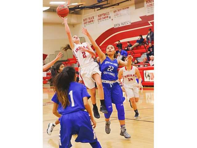 RHS+point+guard+Reina+Sausedo+%282%29+shows+why+she+is+one+of+TVL%27s+MVPs.++Photo+by+Manteca+Bulletin.+